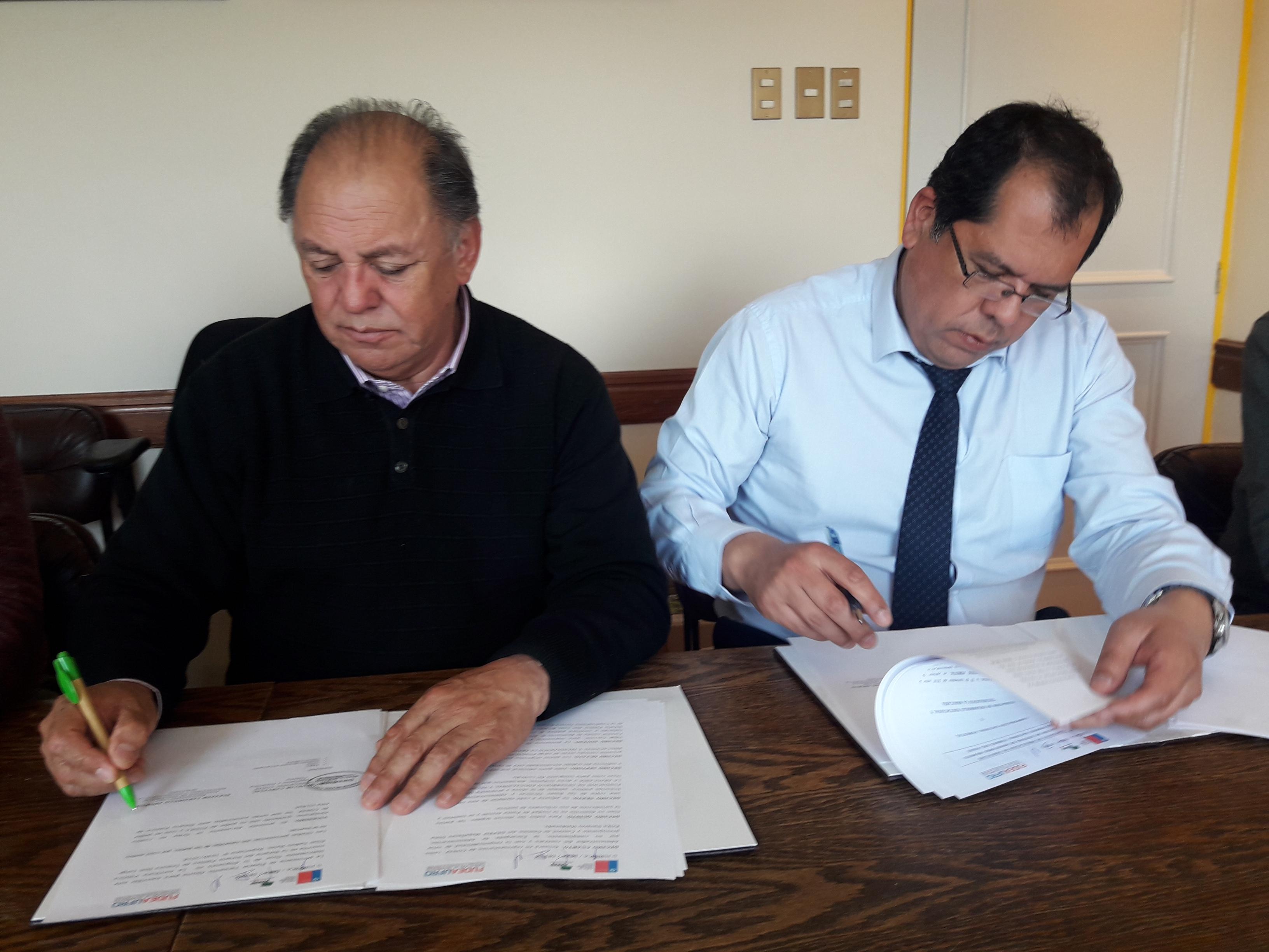 FUDEAUFRO firma Contrato con la  CORPORACIÓN NACIONAL FORESTAL  CONAF de Punta Arenas
